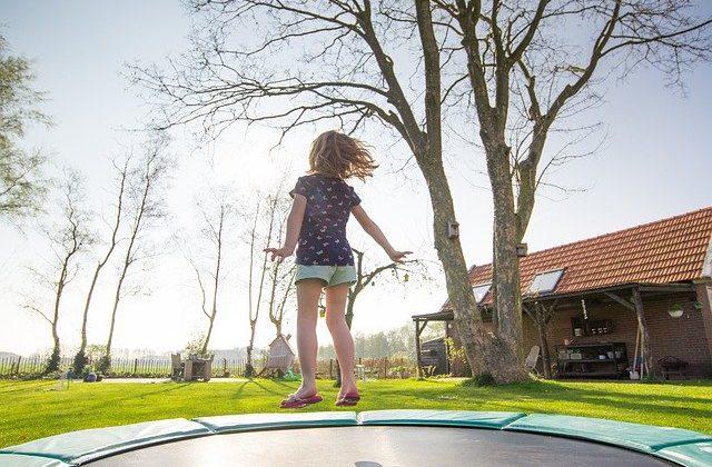 טרמפולינות לחצר לילדים – שעת משחק אקטיבית במיוחד